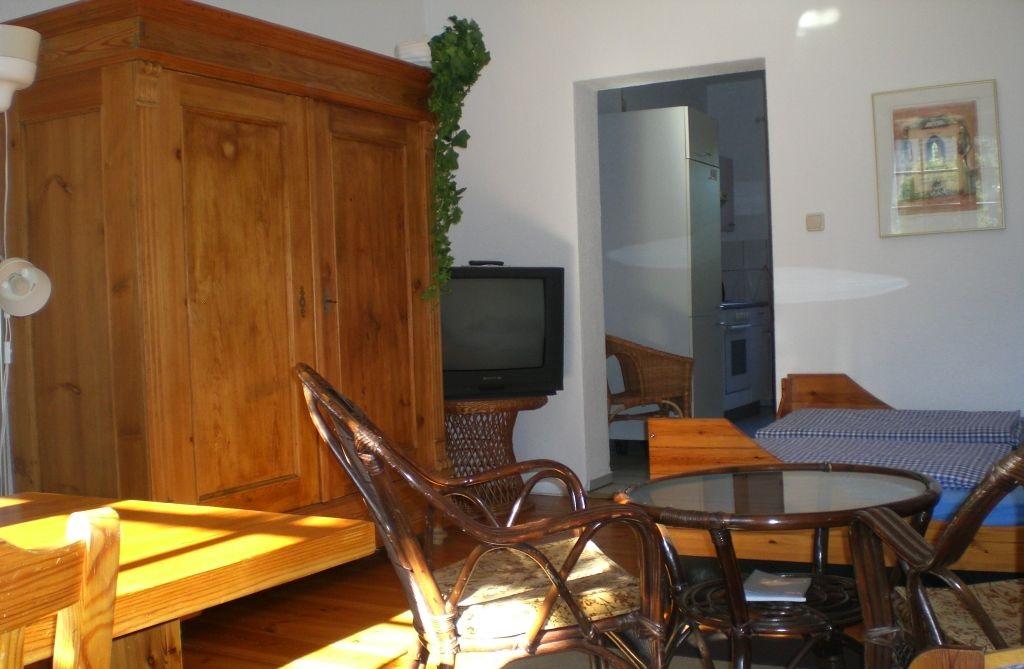 ferienwohnung pension berlin grunewald. Black Bedroom Furniture Sets. Home Design Ideas